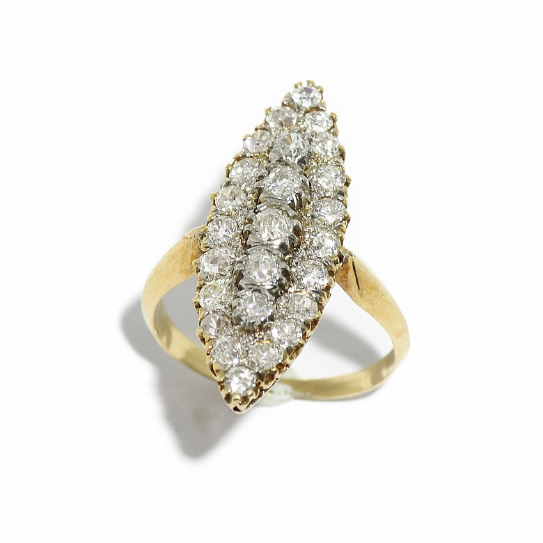 18kts yellow gold shuttle ring with diamonds