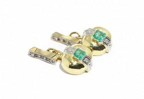 Gemelos en oro amarillo de 18k con esmeraldas y diamantes.