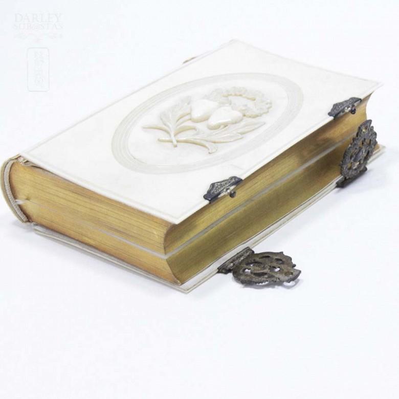 Ivory Missal, meds.s.XIX. - 11