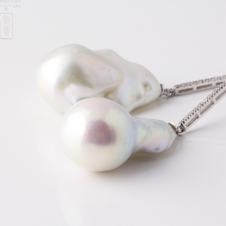 Earrings in 18k white gold with baroque pearl and diamond - 3