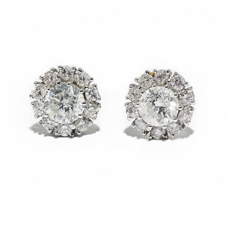 Dormilonas margarita con diamantes montado en oro blanco 18k