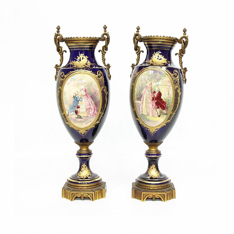 Important pair of porcelain and bronze vases, Sévres, s.XIX.
