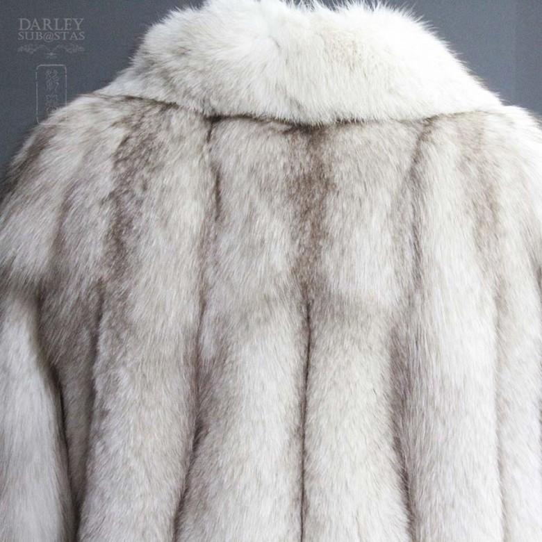 Abrigo de piel de zorro blanco largo. - 4