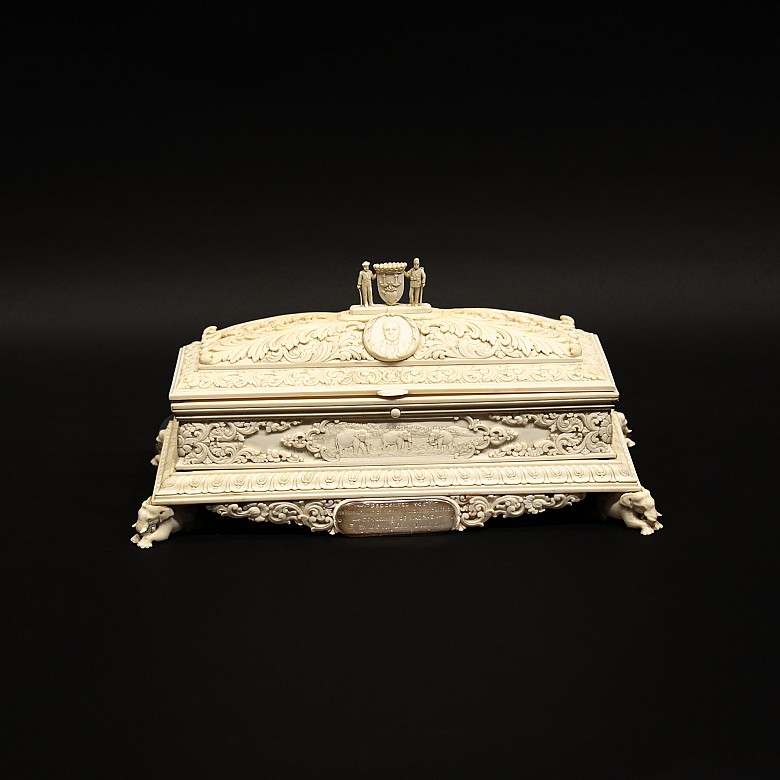 Caja de marfil tallado, pps.s.XX