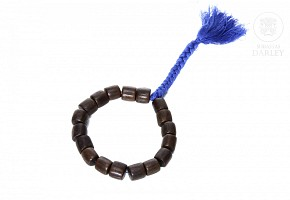 Bracelet with 18 wooden beads.
