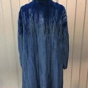 Abrigo de piel de visón color azul. - 5