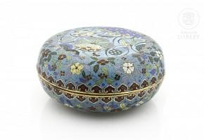 Caja de esmalte cloisonné, China, dinastía Qing (1644-1912)