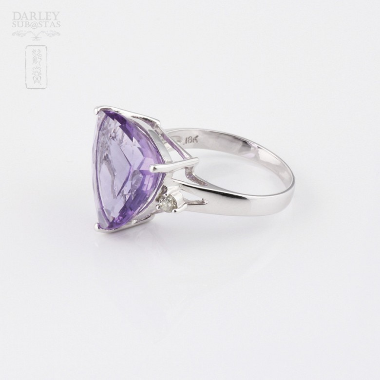 Ring with amethyst and diamonds in 18k white gold. - 1
