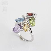 Bonito anillo en oro blanco 18k  con gemas semipreciosas y diamantes - 4