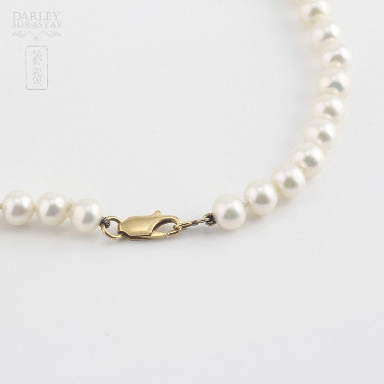 Necklace with pearls Natural and coral in yellow gold - 2