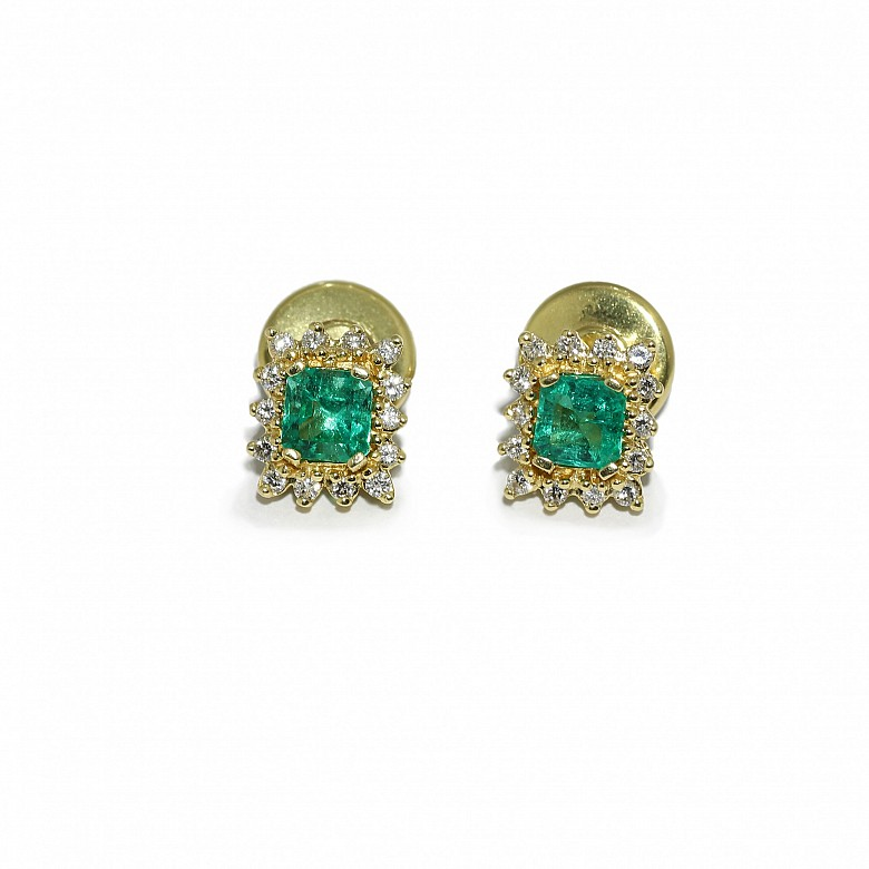 Pendientes en oro amarillo de 18k con esmeraldas y diamantes