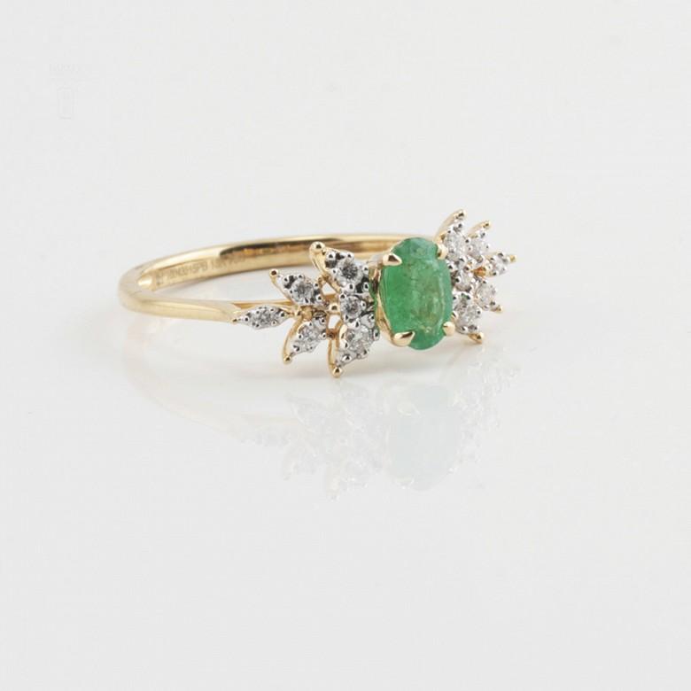18k yellow gold ring, diamonds and emerald - 1