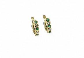 Pendientes media criolla con esmeraldas y diamantes.