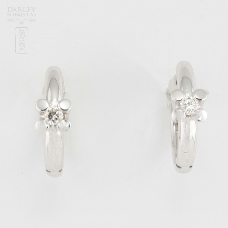 Pair of earrings in 18k white gold and diamonds - 4