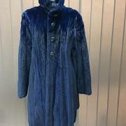Abrigo de piel de visón color azul. - 4