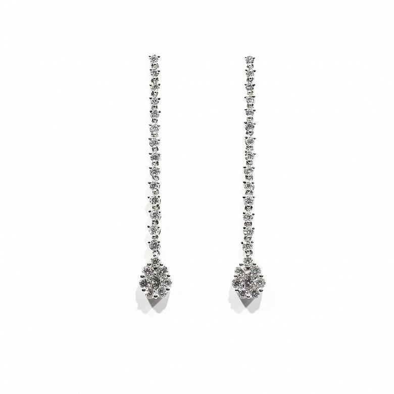 Pendientes en oro blanco de 18k y diamantes.
