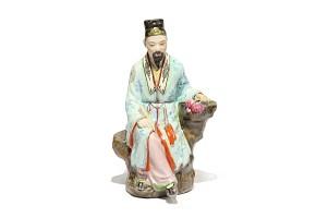 Figura de emperador chino de porcelana esmaltada, s.XX