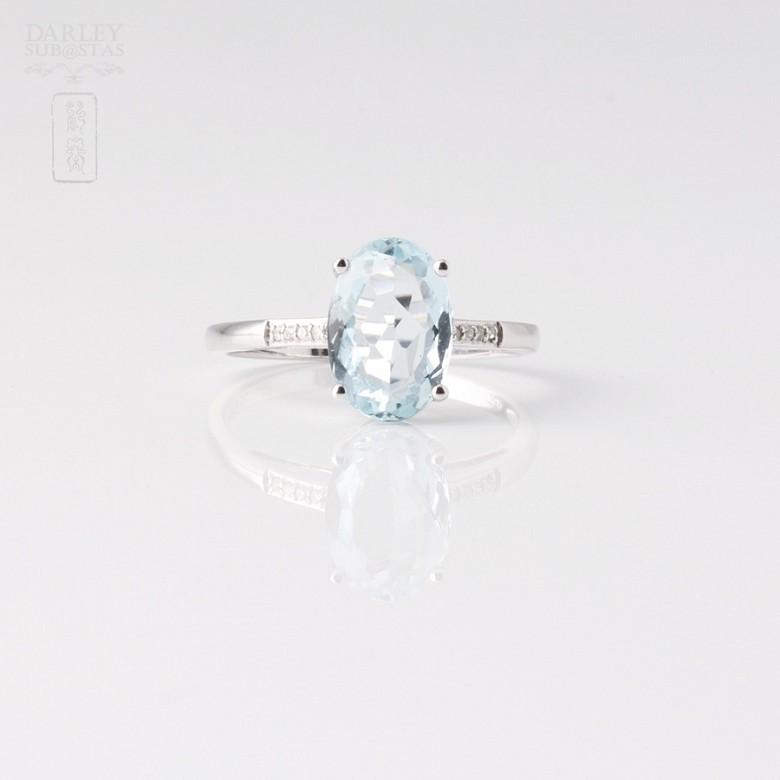 Anillo Aguamarina 2.18cts en oro blanco de 18k y diamantes