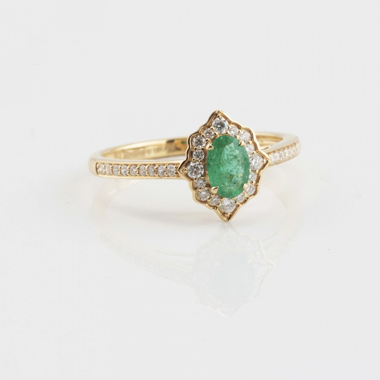 Precious 18k gold ring, bright and emerald