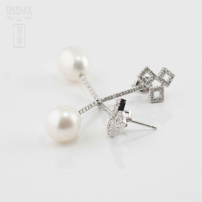 18K白金配圆白珍珠钻石耳环 - 3