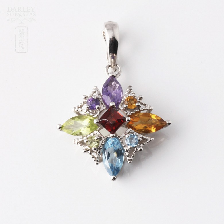 Pendant in 18k white gold with 5 colors mixo Total 5.24 cts