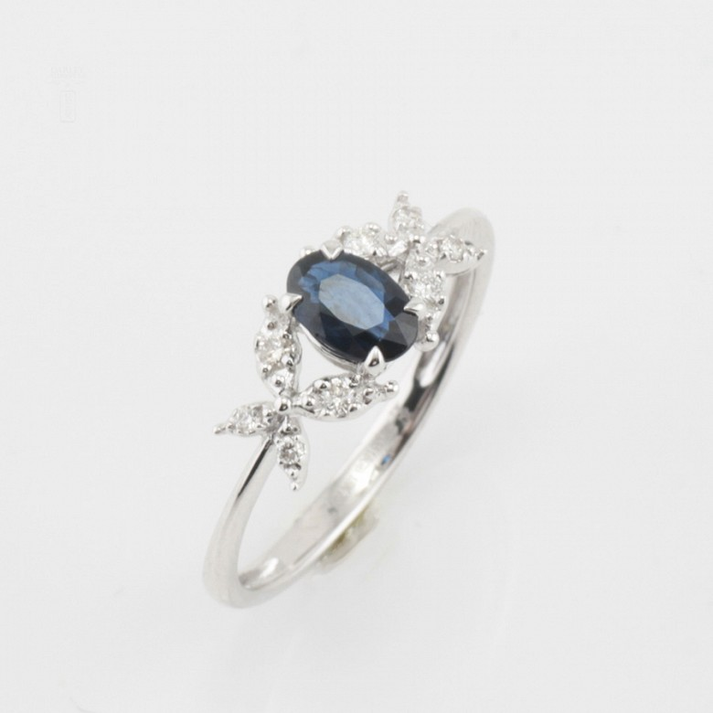 Precioso anillo oro blanco 18k, diamantes y zafiro