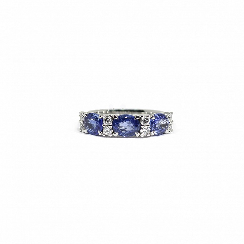 18k white gold ring with sapphires and diamonds