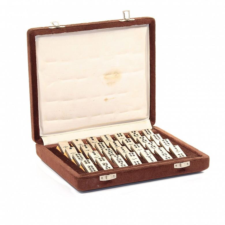 Dominó de plata de 28 piezas, con caja, s.XX