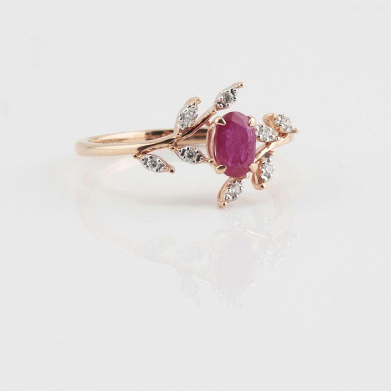 Precioso anillo en oro rosa 18k, rubí y diamantes