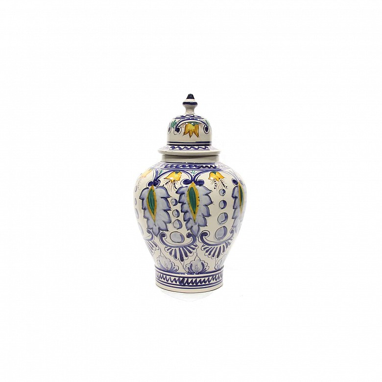 Talavera pottery vase, 20th century.