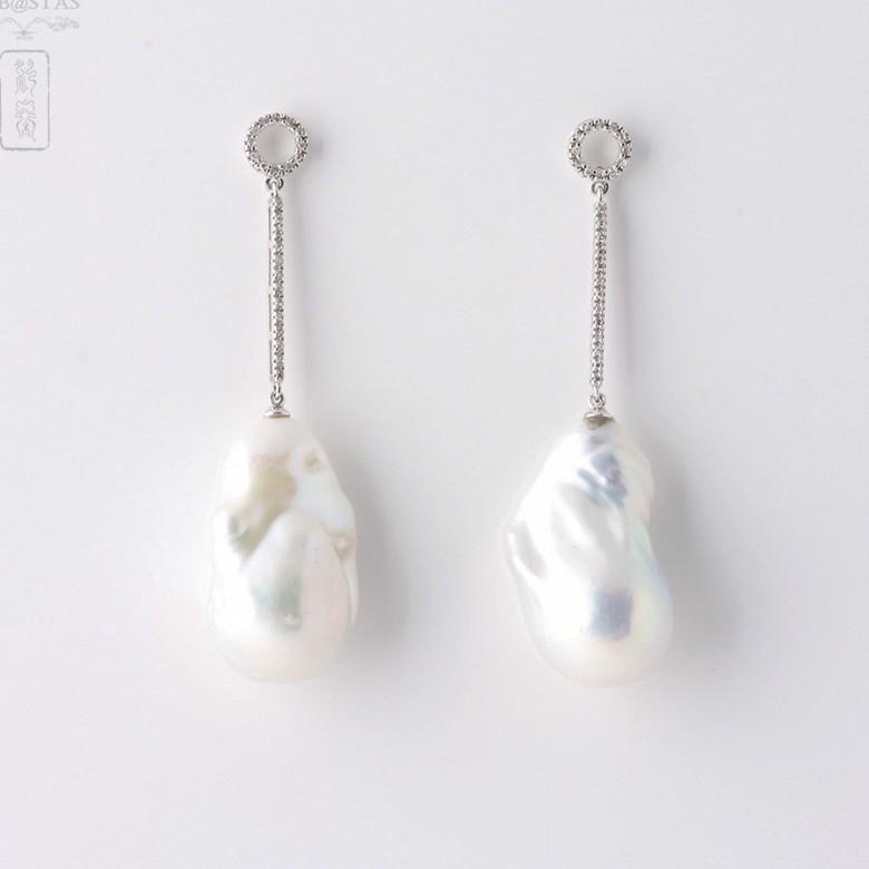 Pendientes Perla natural Barroca y Brillantes en oro blanco de 18k. - 4