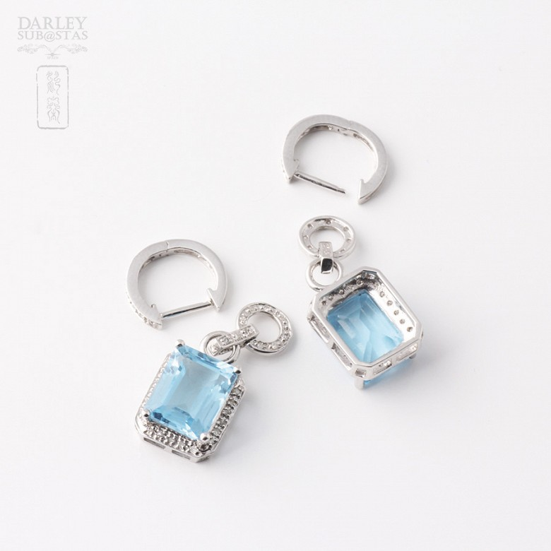 Pair of long earrings in 18k white gold with  8.22cts topaz and diamonds - 1