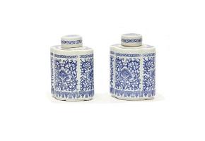 Pareja de botellas de cerámica china azul y blanco, s.XX