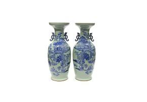Pareja de jarrones con decoración azul, China, s.XIX