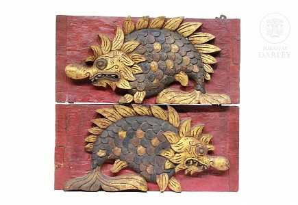 Pareja de placas decorativas representando un pescado, Indonesia, pps.s.XX