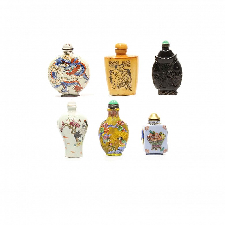 A group of six Chinese snuff bottles.