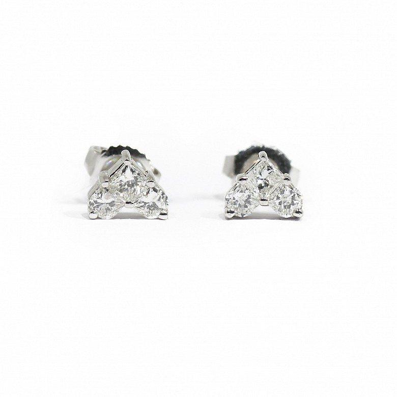 Pair of earrings in 18k white gold and diamonds.