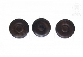 Tres platos de madera. China, ffs.s.XIX