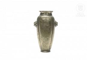Chinese bronze vase, 20th century