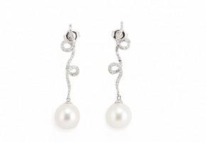 Pendientes en oro blanco 18k con perlas blancas y diamantes.