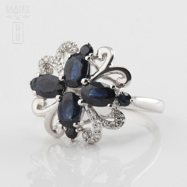 18k白金镶蓝宝石配钻石戒指