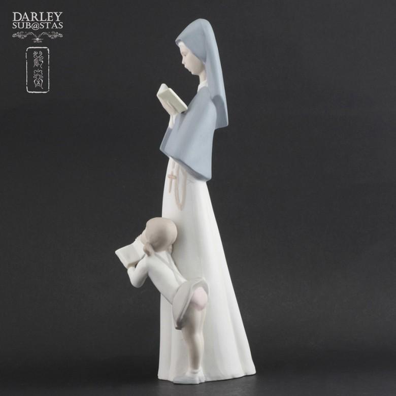 Porceval figure nun and girl - 1