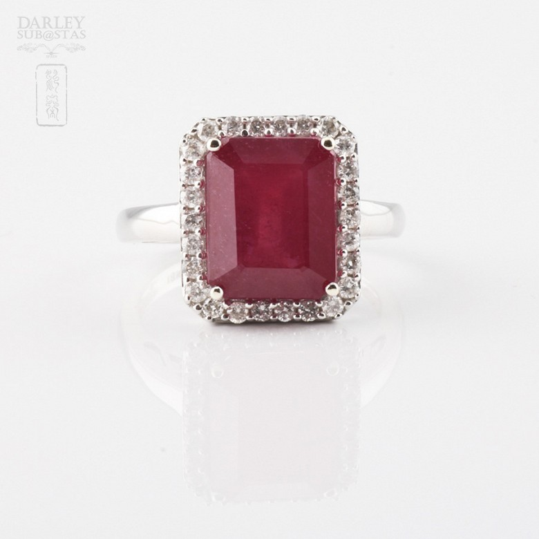 Anillo con rubí 8.25cts y diamantes en oro blanco de 18k - 4