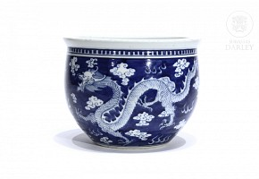 Flowerpot decorated with a dragon, 20th century