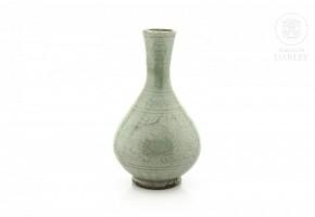 Jarrón de cerámica vidriada, estilo Yuan.