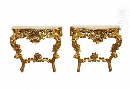 Pareja de consolas de madera tallada y dorada, s.XX