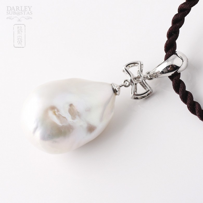 奇型白珍珠配钻石18K白金吊坠 - 1