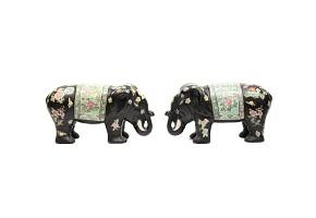 Pareja de elefantes de porcelana