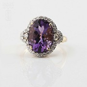 0.50cts elegant ring with diamonds and 18k yellow gold amethyst