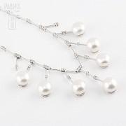 Collar con perlas blancas y diamantes en oro blanco de 18k - 3